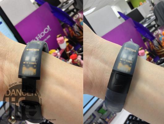 Nike+ FuelBand 打開手環扣與扣上手環扣的狀態.