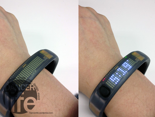 Nike+ FuelBand 也可以當作手錶來顯示時間,左圖為螢幕關閉,右圖為螢幕亮起!