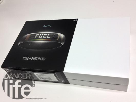 Nike+ FuelBand也是採用右拉開式的